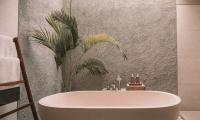 Zεστό ή κρύο μπάνιο; Πως καις θερμίδες