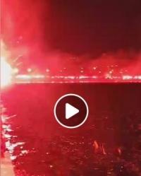 Τωρα  Άναψαν οι πυρσοί στη Θεσσαλονίκη για τον ΠΑΟΚ (Video)