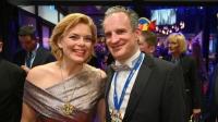 Η «πιο όμορφη υπουργός» της Γερμανίας παντρεύτηκε τον άντρα που της «φέρνει τον καφέ στο κρεβάτι» (φωτό)