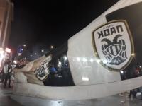 Συνθήματα, πυρσοί και πυροτεχνήματα στον Λευκό Πύργο, από τους οπαδούς του ΠΑΟΚ (ΒΙΝΤΕΟ)